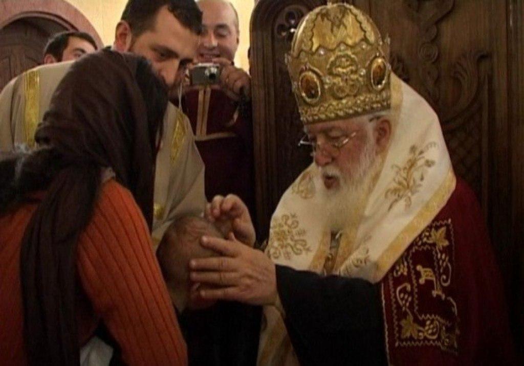 1524611867_patriarh-krestil Всемирното Православие - ПАТРИАРХ ИЛИЯ II БЛАГОСЛОВИ СТОТИЦИ СВОИ КРЪЩЕЛНИЦИ