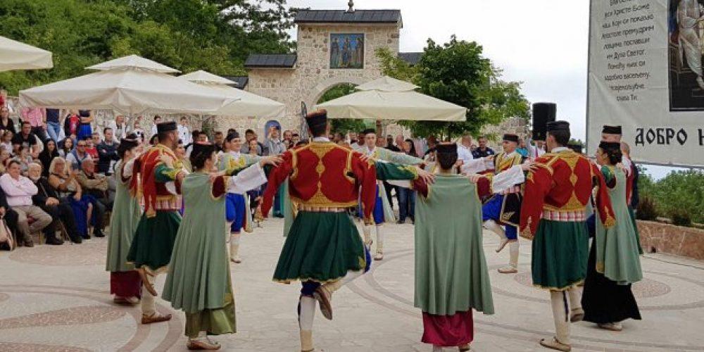 Древние племена Черногории стали на защиту Сербской Церкви
