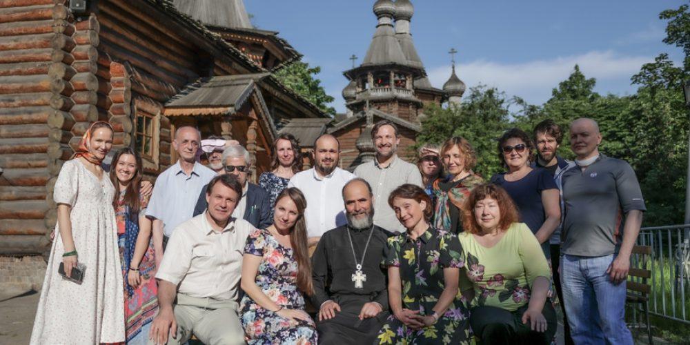 Выпускникам богословско-катехизаторских курсов Северного викариатства вручили дипломы